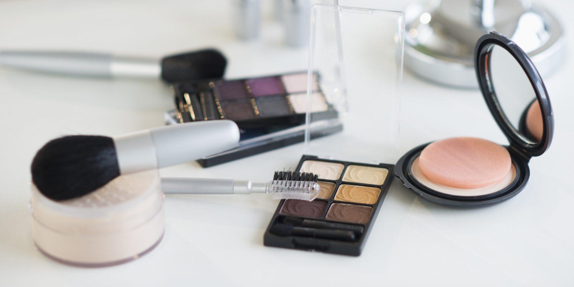 Kreska eyelinerem krok po kroku. Jak zrobić perfekcyjny makijaż oczu?