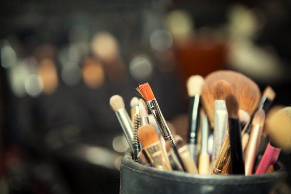 Makijaż krok po kroku. Jak się malować i pięknie wyglądać?